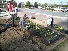 花壇作業の精鋭部隊